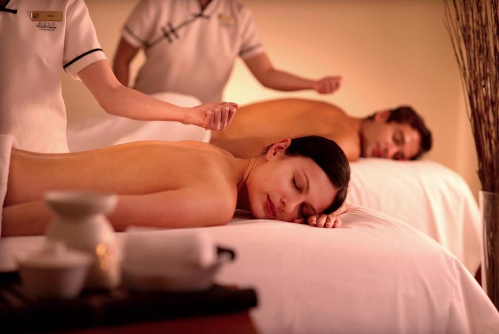 massagem casal boas mamas